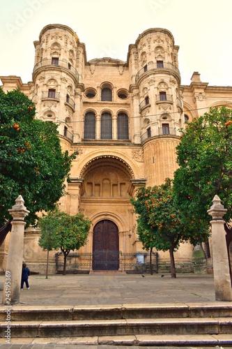veduta esterna della Cattedrale di Malaga in Spagna uno dei più importanti monumenti rinascimentali dell'Andalusia Wallpaper Mural