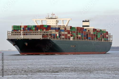Valokuva  riesiges grünes Containerschiff