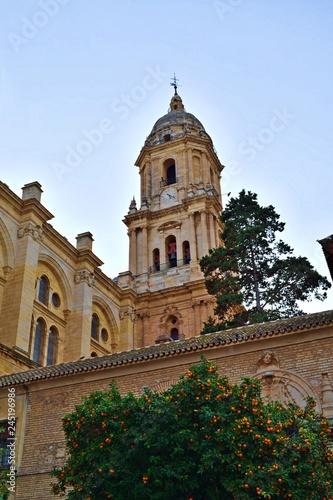 Photo veduta esterna della Cattedrale di Malaga in Spagna uno dei più importanti monumenti rinascimentali dell'Andalusia