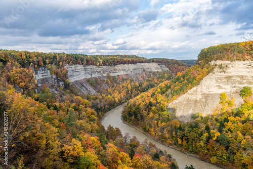 The Genesee River Winds Around the Big Bend in New York's Letchworth State Park Fototapeta