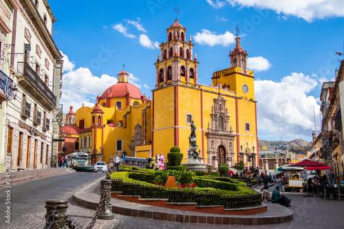 Poster Marron chocolat Guanajuato City, Mexico, View of Historical Landmark Basilica of Our Lady of Guanajuato and Plaza de la Paz