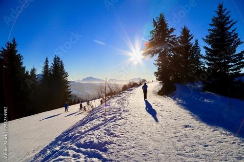 Fototapeta sunny day on Morzine slopes