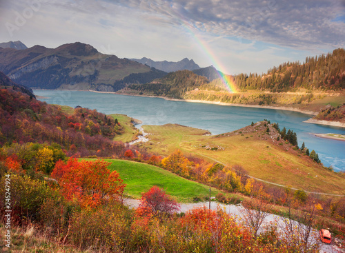 Foto auf Leinwand Lavendel mountains and lake Roselend with a dike