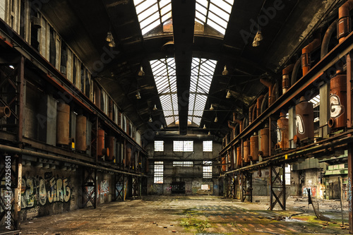 Printed kitchen splashbacks Old abandoned buildings Symetric view of a abandoned and runied factory hall with glass roof