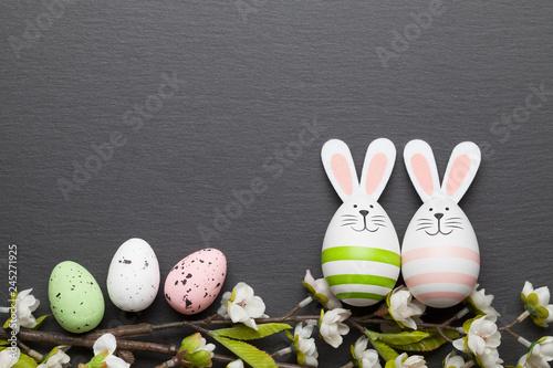 Frohe Ostern Osterkarte mit Ostereier und Osterhase