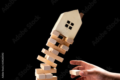 house falling down from a unstable base concept of real estate invesetment Fotobehang
