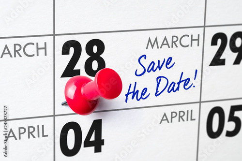 Fotografia  Wall calendar with a red pin - March 28