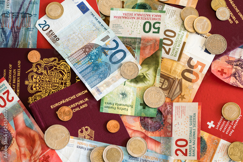 Fotografía  passports and money from the European Union and Switzerland