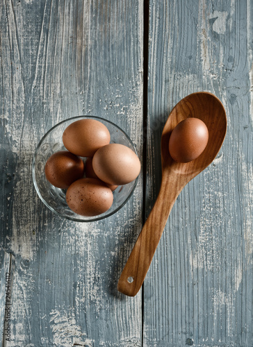 eggs in the glass bowl on the wooden table