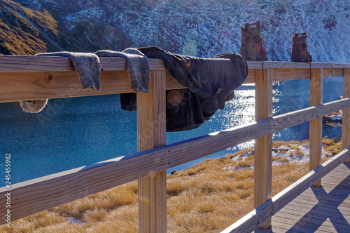 Photo Sweaty socks and boots drying at Angelus hut, Nelson Lakes National Park, New Zealand
