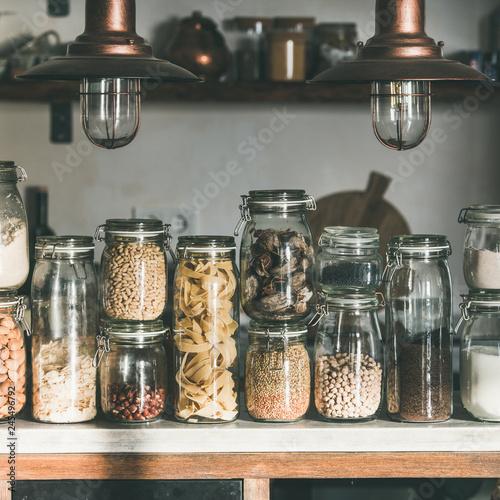 Fotografía  Rustic kitchen food storage arrangement