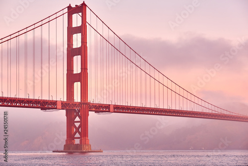 Fotobehang Amerikaanse Plekken Golden Gate Bridge at sunrise, San Francisco, California