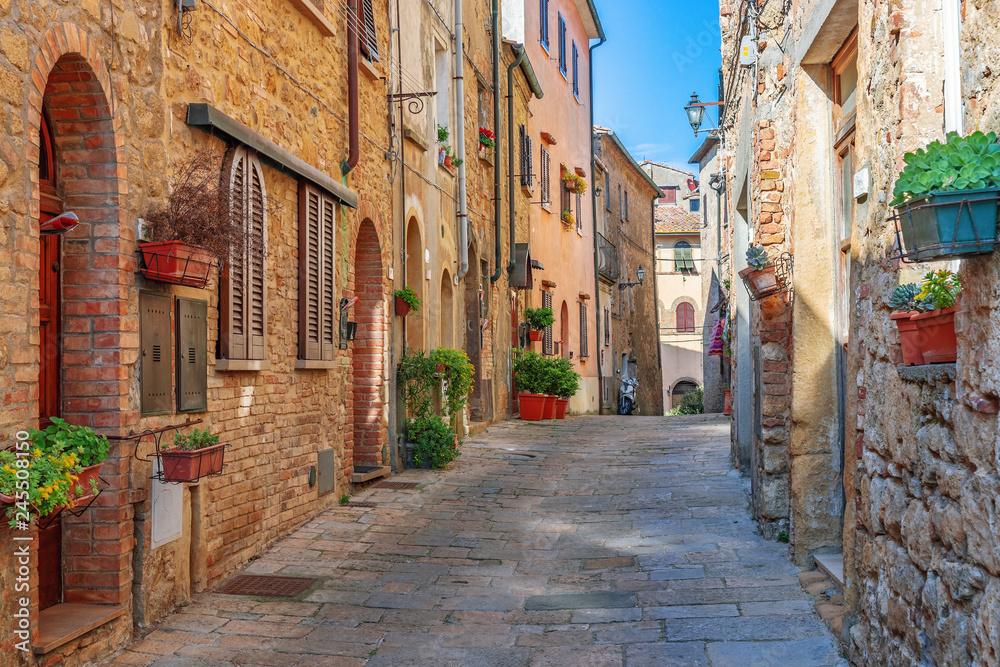 Fototapety, obrazy: Piękna aleja w starym toskańskim miasteczku, Włochy