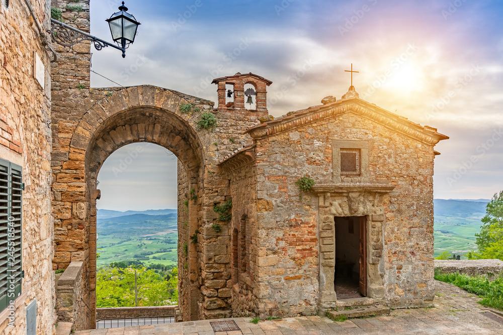 Fototapety, obrazy: Piękna stara kaplica w Toskanii