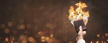 Brennende Euro Scheine In Eine...