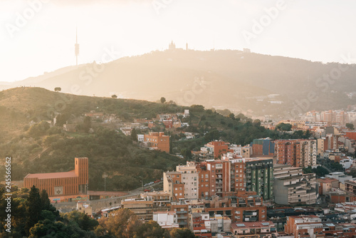 Spoed Foto op Canvas Verenigde Staten Sunset view of mountains from Bunkers del Carmel, in Barcelona, Spain