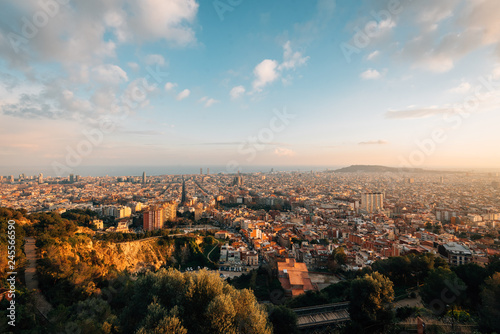 Spoed Foto op Canvas Verenigde Staten Sunset cityscape skyline view from Bunkers Del Carmel, in Barcelona, Spain