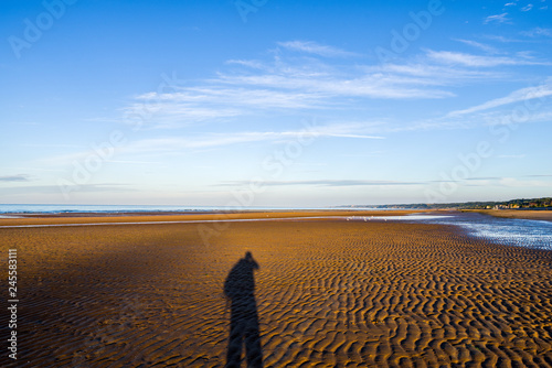 Photo  Ombre d'un soldat sur le sable d'Omaha- Beach