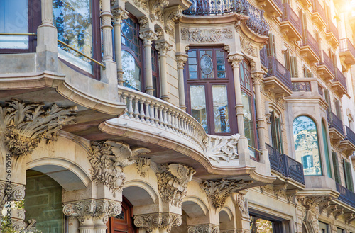 Montage in der Fensternische Barcelona Barcelona historic center streets at sunset