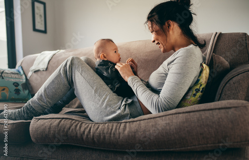 Mother spending time talking to her baby at home Canvas-taulu