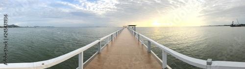 Foto op Plexiglas Panoramafoto s Bridge sea beyond frointier sunset