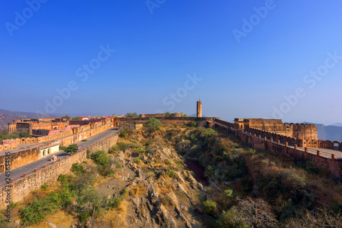 Tuinposter Vestingwerk Beautiful Jaigarh Fort stands on the edge of the Aravalli Hills at Jaipur in the Indian state of Rajasthan, India.