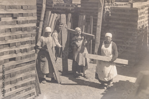 RUSSIA - CIRCA 1920s: Vintage archive photo of thee young women working rail sle Canvas-taulu