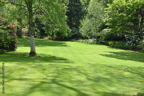 Canvastavla A perfect English country garden