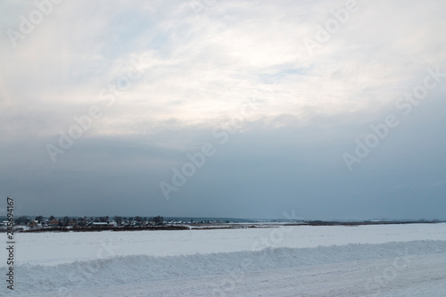Poster Mer / Ocean Winter river landscape with blue sky and white clouds