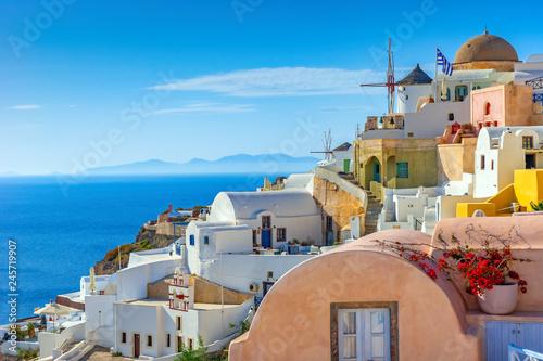 Obraz Miasteczko Oia na wyspie Santorini, Grecja - fototapety do salonu