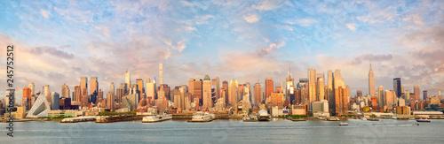 Poster New York City New York City Manhattan skyline panorama at sunset over Hudson River
