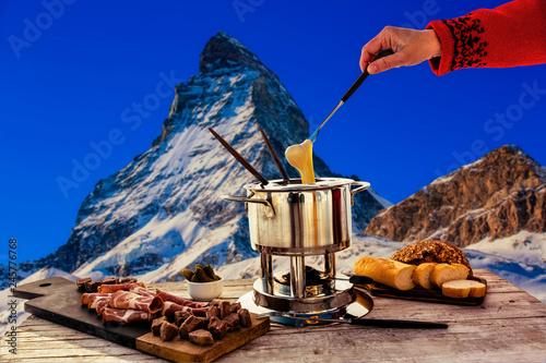 Foto auf AluDibond Dunkelblau Fondue cheese, swiss winter ski holidays break for lunch, mountain view Matterhorn in Zermatt, Switzerland.
