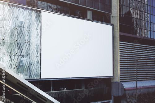 Fotografía  Blank white billboard