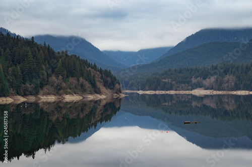 Photo  Mountain lake, calm with glass reflection