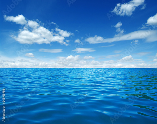 Tuinposter Zee / Oceaan Blue sea water