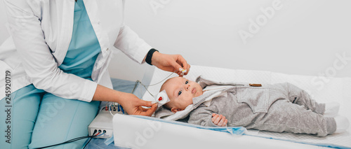 Fotografia  Hearing Test baby , Cortical auditory evoked potential analyzer