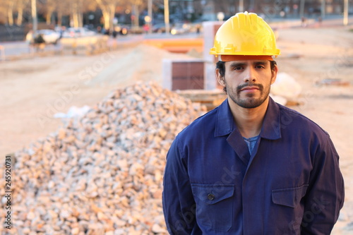 Obraz Serious construction worker with copy space - fototapety do salonu