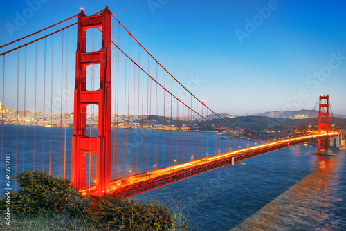 Spoed Foto op Canvas Verenigde Staten Panorama of the Gold Gate Bridge and San Francisco city at night, California.ставрпо