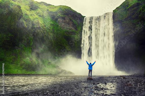 Fotografía Man near waterfall