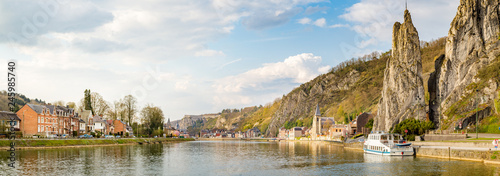 Foto  Meuse river with Bayard rock, Dinant, Belgium