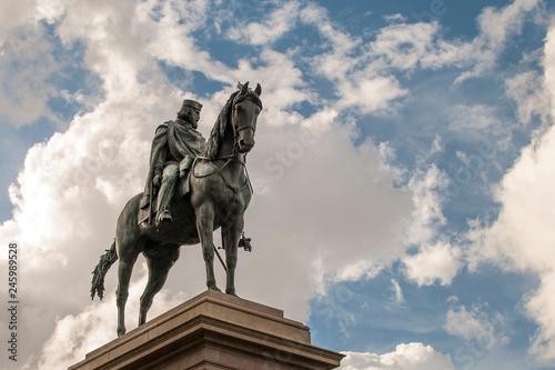 Estátua Ecuestre De Garibaldi En Plaza De Giussepe Garibaldi