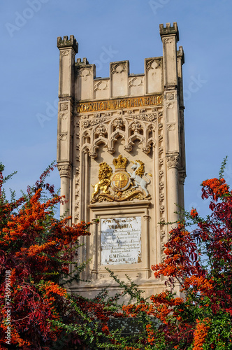 In de dag Historisch mon. Königin Victoria Denkmal in Hochheim am Main