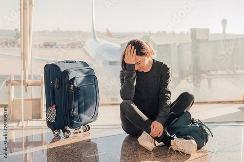 Fotografía  Sad (tired) woman sitting in the airport - missed or cancelled flight concept