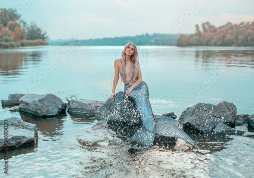 Fotografia fair-haired mermaid in love dreams of handsome prince, new story Ariel, image of