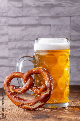 Tuinposter Bier / Cider Masskrug mit Breze