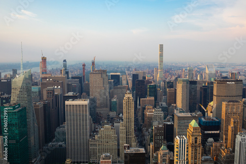 Spoed Foto op Canvas Grijze traf. A view of Manhattan during the sunset - New York