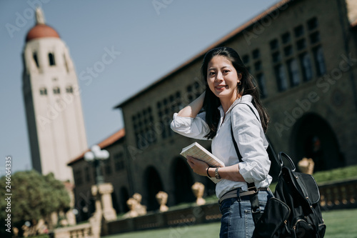 Asian female college student study abroad Canvas-taulu
