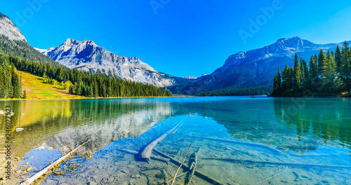 Fotobehang Meer / Vijver Emerald Lake,Yoho National Park in Canada