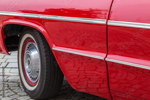 Fototapety, obrazy: Seitenansicht einer amerikanischen Limousine der sechziger Jahre