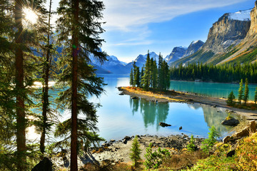 Fototapeta Do salonu Beautiful Spirit Island in Maligne Lake, Jasper National Park, Alberta, Canada